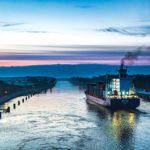 Mit einem Containerschiff durch den Nord-Ostsee-Kanal